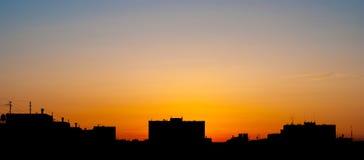 Σκιαγραφίες των κτηρίων στο υπόβαθρο ουρανού ηλιοβασιλέματος building city evening high moscow rise Στοκ Εικόνες