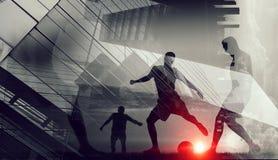 Σκιαγραφίες των ποδοσφαιριστών Στοκ φωτογραφία με δικαίωμα ελεύθερης χρήσης