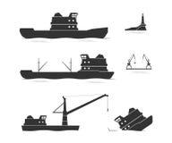 Σκιαγραφίες των φορτηγών πλοίων και του επιπλέοντος γερανού Στοκ φωτογραφία με δικαίωμα ελεύθερης χρήσης