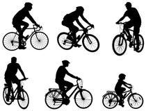 Σκιαγραφίες Bicyclists καθορισμένες Στοκ εικόνες με δικαίωμα ελεύθερης χρήσης