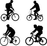 Σκιαγραφίες Bicyclists καθορισμένες Στοκ Εικόνες