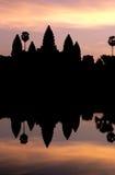 σκιαγραφημένη η Καμπότζη ανατολή angkor wat Στοκ Φωτογραφίες
