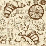 Σκιαγραφημένο άνευ ραφής υπόβαθρο προγευμάτων με croissant, το λεμόνι και τα μούρα Drawned σε παλαιό καφετί χαρτί απεικόνιση αποθεμάτων
