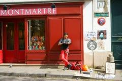 Σκιτσογράφος σε Montmartre Στοκ φωτογραφία με δικαίωμα ελεύθερης χρήσης