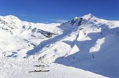 Σκι, ανελκυστήρες και παγετώνας Hintertux Στοκ Εικόνα