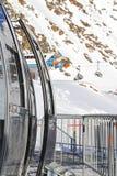 σκι βουνών ανελκυστήρων Στοκ εικόνες με δικαίωμα ελεύθερης χρήσης