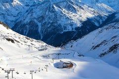 σκι βουνών ανελκυστήρων Στοκ Φωτογραφία