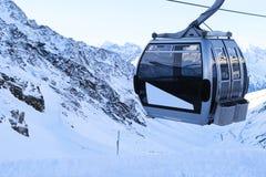 σκι βουνών ανελκυστήρων Στοκ Εικόνες