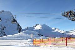 σκι βουνών ανελκυστήρων Στοκ Εικόνα