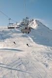 σκι θερέτρου βουνών ανελκυστήρων Στοκ εικόνα με δικαίωμα ελεύθερης χρήσης