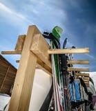 Σκι στο ράφι σκι στο βουνό στοκ φωτογραφίες με δικαίωμα ελεύθερης χρήσης