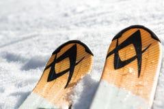 Σκι στο χιόνι Στοκ εικόνα με δικαίωμα ελεύθερης χρήσης
