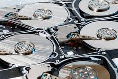 Σκληροί δίσκοι κεντρικών υπολογιστών, φωτισμένη οπτική ίνα με τα θολωμένα φω'τα Στοκ Εικόνες