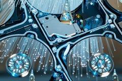 Σκληροί δίσκοι κεντρικών υπολογιστών, φωτισμένη οπτική ίνα με τα θολωμένα φω'τα Στοκ εικόνες με δικαίωμα ελεύθερης χρήσης