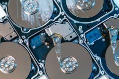 Σκληροί δίσκοι κεντρικών υπολογιστών, φωτισμένη οπτική ίνα με τα θολωμένα φω'τα Στοκ Φωτογραφίες