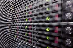 Σκληροί δίσκοι σε ένα ράφι υπολογιστών Στοκ φωτογραφίες με δικαίωμα ελεύθερης χρήσης