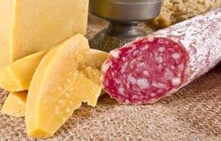 Σκληρό τυρί με το pur porc Στοκ φωτογραφία με δικαίωμα ελεύθερης χρήσης