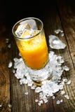 Σκληρό Shooter χυμού από πορτοκάλι ποτού στοκ φωτογραφία με δικαίωμα ελεύθερης χρήσης