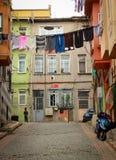 σκοινιά για άπλωμα στην οδό της Ιστανμπούλ, Τουρκία στοκ εικόνες
