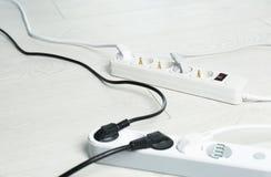 Σκοινιά επέκτασης στο πάτωμα Επαγγελματικός εξοπλισμός ηλεκτρολόγου στοκ φωτογραφίες