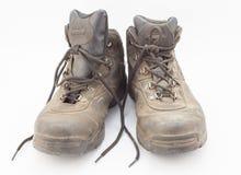 Σκονισμένες καλά χρησιμοποιημένες μπότες πεζοπορίας στοκ εικόνες