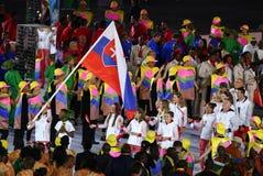 Σκοπευτές Danka Bartekova Skeet που φέρνουν τη σλοβάκικη σημαία που οδηγεί την ολυμπιακή ομάδα Σλοβακία κατά τη διάρκεια της τελε στοκ εικόνες με δικαίωμα ελεύθερης χρήσης
