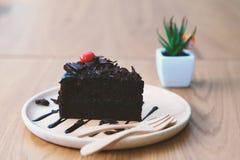 σκοτάδι σοκολάτας κέικ στοκ φωτογραφία με δικαίωμα ελεύθερης χρήσης