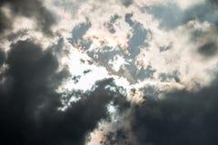 Σκοτεινά και θυελλώδη σύννεφα Στοκ φωτογραφίες με δικαίωμα ελεύθερης χρήσης