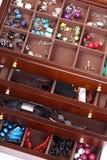 σκοτεινά κοσμήματα κιβωτίων ξύλινα Στοκ Εικόνα
