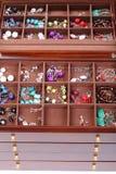 Σκοτεινά ξύλινα κοσμήματα κιβωτίων Στοκ φωτογραφία με δικαίωμα ελεύθερης χρήσης