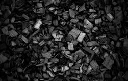 Σκοτεινά ξύλινα τσιπ για την καύση σε μια βιομάζα Στοκ Φωτογραφίες