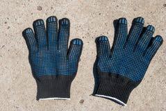 Σκοτεινά προστατευτικά γάντια υφάσματος με τις λαστιχένιες ολισθήσεις Στοκ εικόνα με δικαίωμα ελεύθερης χρήσης