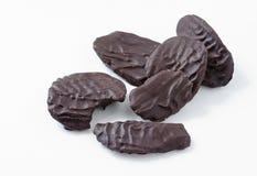 Σκοτεινά σοκολάτα-καλυμμένα τσιπ πατατών Στοκ Φωτογραφίες