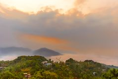 Σκοτεινά σύννεφα θύελλας πριν από τη βροχή Σκοτεινός ουρανός με τα σύννεφα θύελλας Sarangkot, Pokhara, Νεπάλ στοκ εικόνα με δικαίωμα ελεύθερης χρήσης