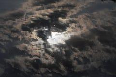 Σκοτεινή αντανάκλαση σύννεφων Στοκ Φωτογραφία