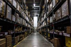Σκοτεινή αποθήκη εμπορευμάτων Στοκ φωτογραφία με δικαίωμα ελεύθερης χρήσης
