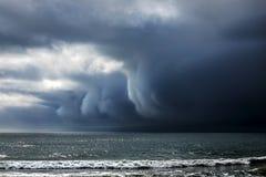 σκοτεινή δραματική θύελλα σύννεφων Στοκ Φωτογραφία