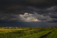 σκοτεινή θύελλα σύννεφω&n Στοκ φωτογραφίες με δικαίωμα ελεύθερης χρήσης