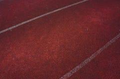Σκοτεινή διαδρομή φυλών τρεξίματος και άσπρη γραμμή Στοκ Φωτογραφίες