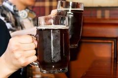 Σκοτεινή μπύρα Στοκ εικόνες με δικαίωμα ελεύθερης χρήσης