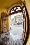 σκοτεινή πύλη παλαιά θόλος Isaac Πετρούπολη Ρωσία s Άγιος ST καθεδρικών ναών Στοκ Φωτογραφίες