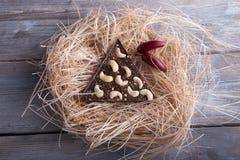Σκοτεινή σοκολάτα με το πιπέρι και τα τα δυτικά ανακάρδια του Cayenne Στοκ εικόνες με δικαίωμα ελεύθερης χρήσης