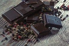 Σκοτεινή σοκολάτα με το πιπέρι Στοκ Εικόνα