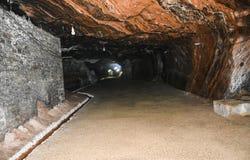 Σκοτεινή σπηλιά μέσα στο αλατισμένο ορυχείο Khewra στοκ φωτογραφία με δικαίωμα ελεύθερης χρήσης