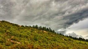 Σκοτεινή φύση βουνών Στοκ φωτογραφίες με δικαίωμα ελεύθερης χρήσης