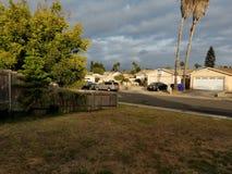 Σκοτεινοί ουρανοί την ηλιόλουστη θερινή ημέρα στοκ εικόνα με δικαίωμα ελεύθερης χρήσης