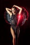 Σκοτεινός άγγελος με το τέλειο hairstyle και makeup Στοκ Εικόνες