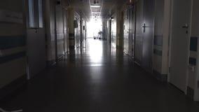 Σκοτεινός διάδρομος με το ιατρικό Gurney απόθεμα βίντεο