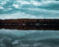 Σκοτεινός καιρός Opole Πολωνία λιμνών Turawa στοκ φωτογραφία
