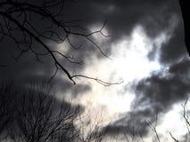 Σκοτεινός ουρανός 2 οιωνού στοκ φωτογραφία με δικαίωμα ελεύθερης χρήσης